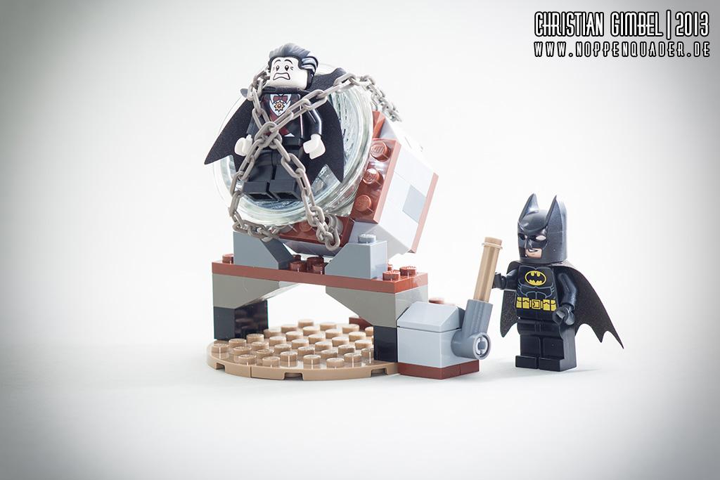 Lego Batman fesselt Vampir auf Suchscheinwerfer - Artikelbild