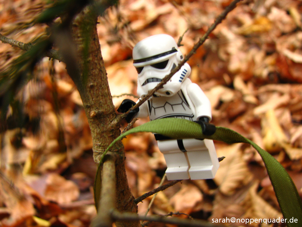 stormtrooper-christmas-02