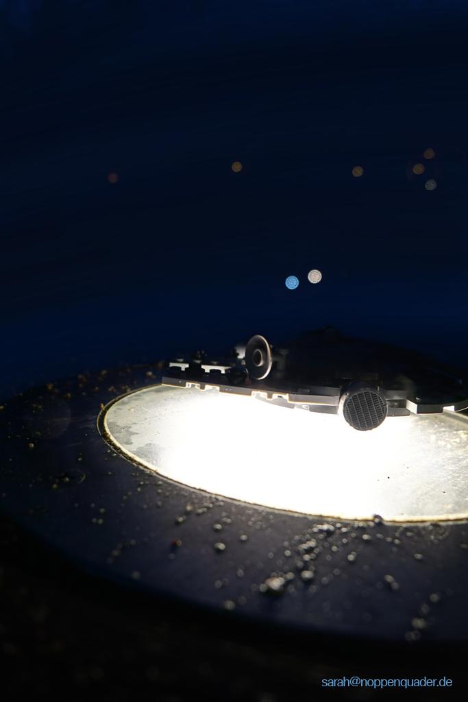 lego minifig noppenquader moc Millenium Falcon Star Wars Landeplatform landing platform light bodenlicht